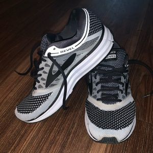 Women's Brooks Revel Tennis Shoes